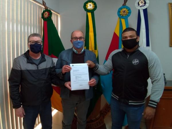 Vereadores entregam ofício de emenda para revitalização da Praça