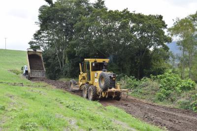Secretaria de Obras reabre estrada no Cerro Comprido