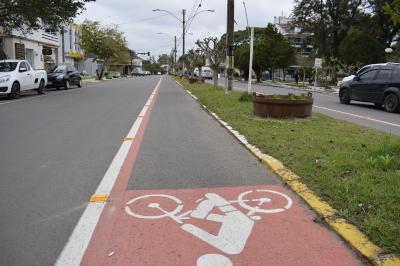 Prefeitura reforça sinalização e delimitação da ciclofaixa