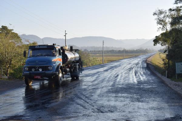Obra de asfaltamento avança na ERS-348