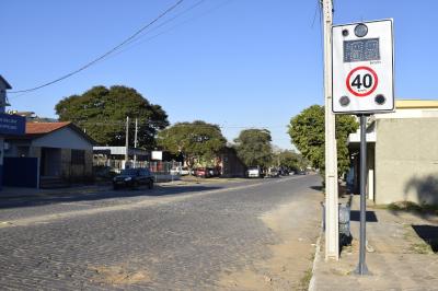 Prefeitura instala controladores de velocidade na Rua Gaspar Martins