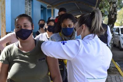Saúde inicia aplicação da terceira dose da vacina contra a Covid-19