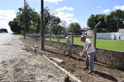Secretaria de Obras dá continuidade a construção de calçadas