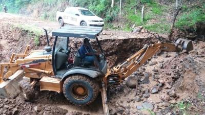 Secretaria de Obras trabalha na melhoria de acessos no interior