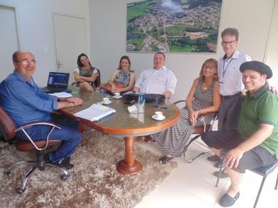 Prefeito Clovis recebe Juliana Spanevello e Joca Martins