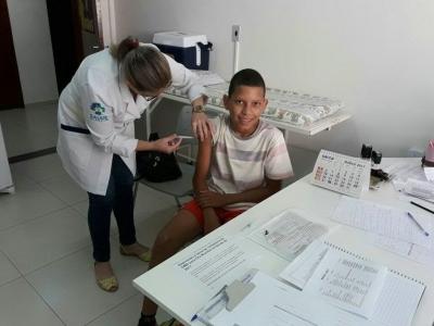 Vacinação contra o HPV é realizada na Unidade de Saúde de Faxinal