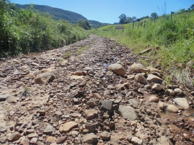Depois da chuva, a união de forças para dar condições de tráfego no Município