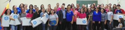 Administração entrega notebooks a professores municipais