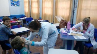 Para cuidar do sorriso e da saúde das crianças de Faxinal