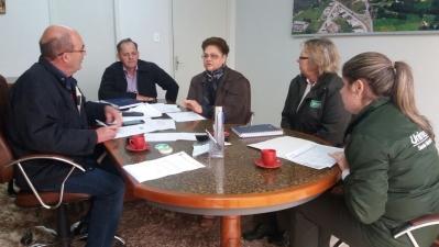 Prefeito Clovis recebe representantes da Unimed e do IBGE