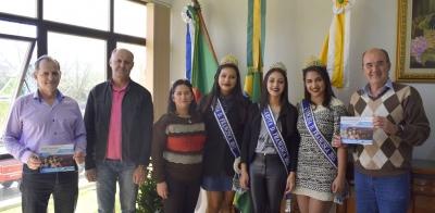 Prefeito Clovis e vice Lourenço recebem comitiva de Dona Francisca