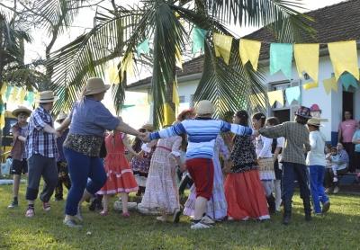 As comemorações juninas nas escolas e projetos de Faxinal
