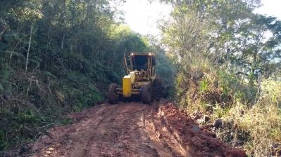 Secretaria finaliza melhorias em estradas na região do Sítio dos Mellos