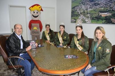 Prefeito Clovis recebe a Corte da Expojuc
