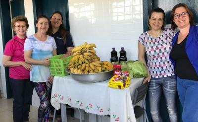 Conselheiras participam da entrega de itens da alimentação escolar