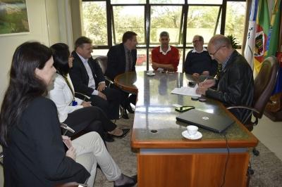 Prefeitura assina contrato de financiamento para aquisição de máquinas