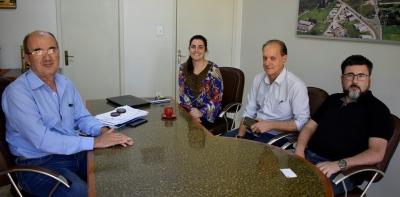 Prefeito Clovis e Secretária Greici recebem representantes do SINE/FGTAS