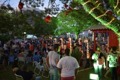 Natal Canto e Luz lotou a Praça Vicente Pallotti no domingo