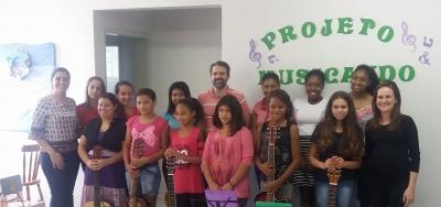 Integrantes do Projeto Musicando participaram de confraternização