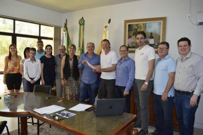 Em visita ao Município, Deputado Afonso Hamm informa a destinação de emenda parlamentar