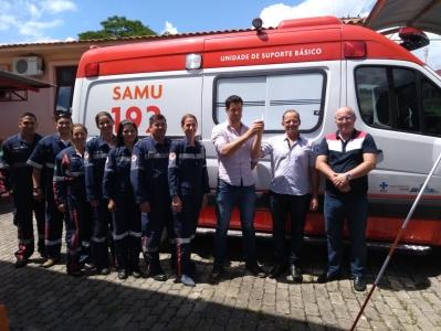 Prefeitura realiza entrega da nova ambulância do SAMU ao Hospital