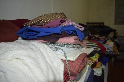 Secretaria de Assistência Social tem roupas para doação