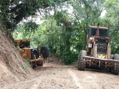 Secretaria de Obras recupera estradas na região de Novo Treviso