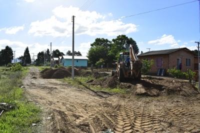 Secretaria recupera estradas na Vila Verde Teto