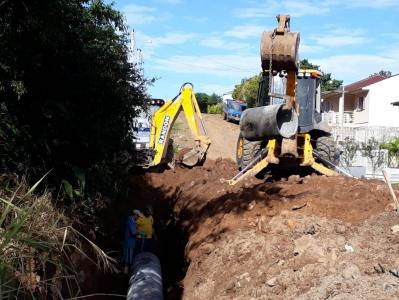 Nova rede de esgoto beneficia famílias da Vila Medianeira
