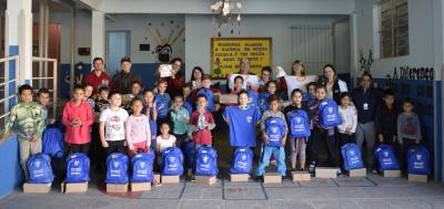 Alunos do Programa AABB Comunidade recebem kit de uniforme