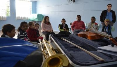 Aulas da Orquestra Jovem Recanto Maestro acontecem no Espaço Ciranda