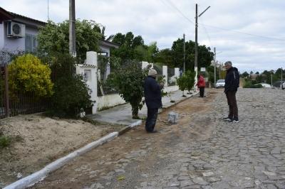 Mutirão de consertos e limpeza é realizado na Vila Santo Antônio