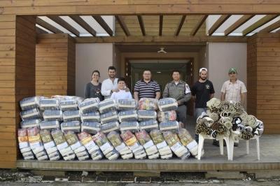 Secretaria de Assistência Social recebe doação de cestas básicas e cobertores