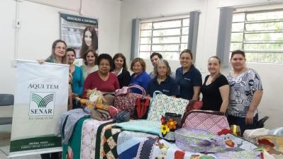 Mulheres concluem curso de patchwork