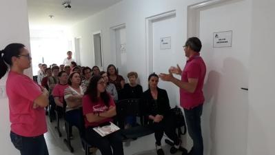 Atividade sobre o Outubro Rosa no Posto de Saúde de Santos Anjos