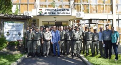 Futuros sargentos da Brigada visitam a Prefeitura Municipal