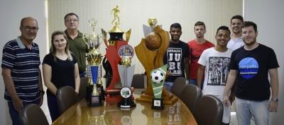 Departamento de Esportes e Lazer e atletas faxinalenses apresentam últimos troféus conquistados