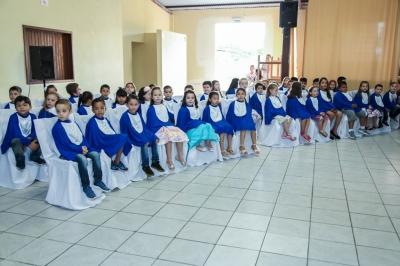 Escola Paulo Freire realiza formatura de 45 crianças