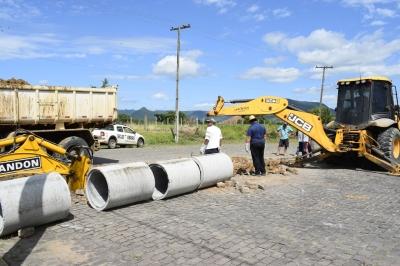 Nova tubulação na Rua Duque de Caxias